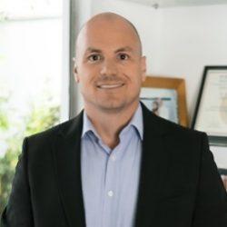 Dr-Aron-Stumvoll-img